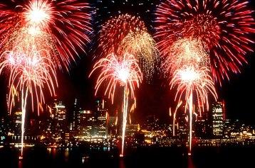 1200px-Fireworks_DetroitWindsorIntlFreedomFest